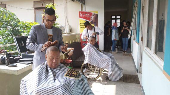Dkapster Tata Rambut Lansia Jadi Makin Ganteng